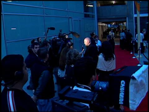 vídeos y material grabado en eventos de stock de joe carnahan at the premiere of 'the hire' at arclight cinemas in hollywood, california on october 17, 2002. - arclight cinemas hollywood