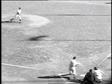 joe dimaggio hits a home run in game 2 of the 1951 world series between the yankees and giants / new york city, new york, united states - 1951 bildbanksvideor och videomaterial från bakom kulisserna