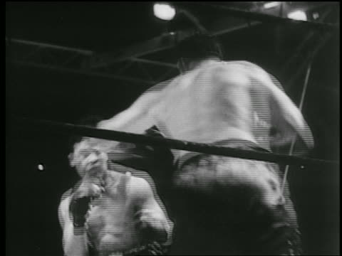 stockvideo's en b-roll-footage met joe louis + jack sharkey boxing / yankee stadium, new york city - 1936