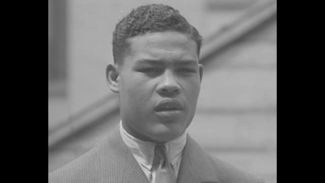 joe louis posing for photo opportunity with his manager john roxborough on his right and dancer bill robinson on his left / close shot of louis... - black history in the us stock videos & royalty-free footage