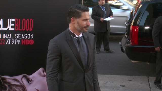 vídeos y material grabado en eventos de stock de joe manganiello at true blood seventh and final season premiere at tcl chinese 6 theatres on june 17 2014 in hollywood california - mann theaters