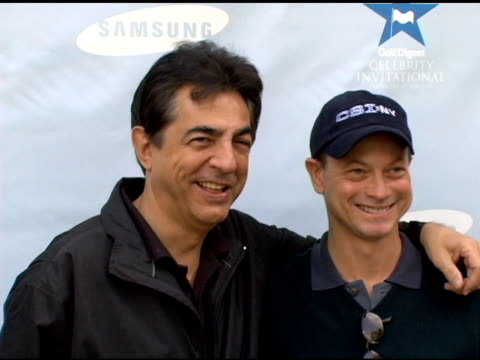 vídeos de stock e filmes b-roll de joe mantegna and gary sinise at the golf digest celebrity invitational to benefit the prostate cancer foundation at riviera country club in pacific... - golf