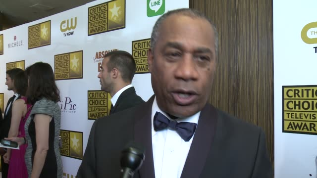 joe morton on the series 'scandal,' and on how social media has helped the show at the 2014 critics' choice television awards at the beverly hilton... - 評論家点の映像素材/bロール