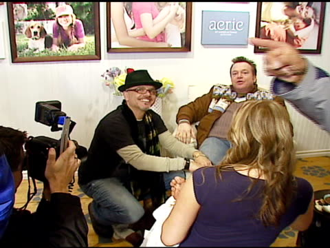 vídeos y material grabado en eventos de stock de joe pantoliano and tom arnold at the aerie spa at the village at the lift in park city utah on january 18 2007 - tom arnold