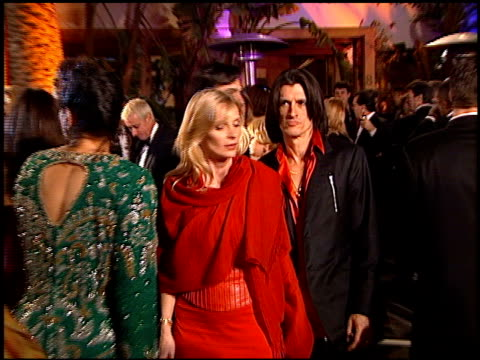 vídeos y material grabado en eventos de stock de joe perry at the 1999 academy awards vanity fair party at morton's in west hollywood california on march 21 1999 - 71ª ceremonia de entrega de los óscars
