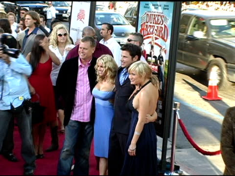 joe simpson jessica simpson nick lachey tina simpson and ashlee simpson at the 'the dukes of hazzard' los angeles premiere at grauman's chinese... - nick lachey stock videos & royalty-free footage