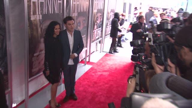 joe wright and anousha shankar at the 'hanna' special screening at new york ny. - ジョーライト点の映像素材/bロール