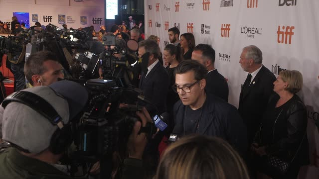 """joe wright and ben mendelsohn at the """"darkest hour"""" premiere presented by focus features - toronto international film festival 2017 at roy thomson... - ジョーライト点の映像素材/bロール"""