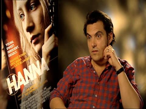 joe wright on locations for the movie at the hanna interviews at london england. - ジョーライト点の映像素材/bロール