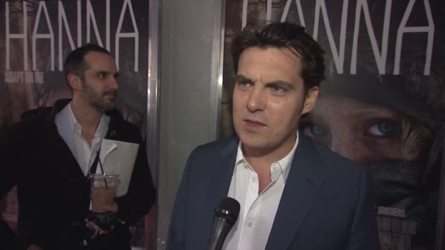 joe wright on the basic premise of the movie, on this being a departure for him. at the 'hanna' special screening at new york ny. - ジョーライト点の映像素材/bロール