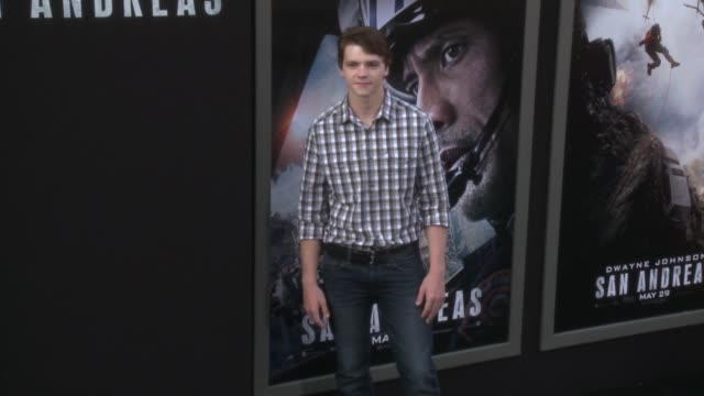 stockvideo's en b-roll-footage met joel courtney at the san andreas los angeles world premiere at tcl chinese theatre on may 26 2015 in hollywood california - mann theaters