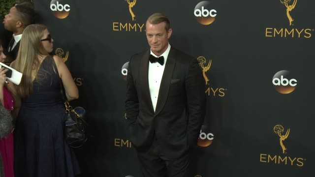 vidéos et rushes de joel kinnaman at the 68th annual primetime emmy awards - arrivals at microsoft theater on september 18, 2016 in los angeles, california. - annual primetime emmy awards