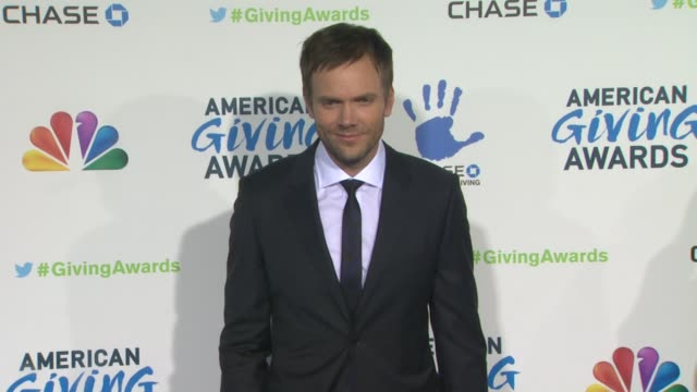 joel mchale at the 2nd annual american giving awards presented by chase on in pasadena ca - hinterher bewegen stock-videos und b-roll-filmmaterial