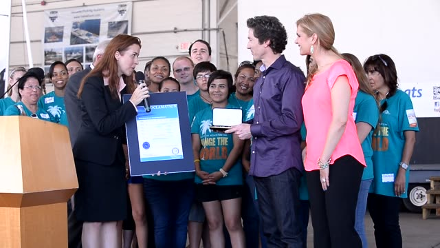 joel osteen victoria osteen at the presentation of the keys to the city of miami and the city of doral joel osteen victoria osteen at the... - doral stock videos and b-roll footage