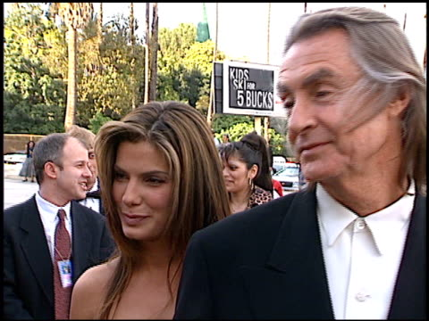 vídeos de stock e filmes b-roll de joel schumacher at the blockbuster awards at hollywood pantages theater in hollywood, california on march 11, 1997. - pantages theater