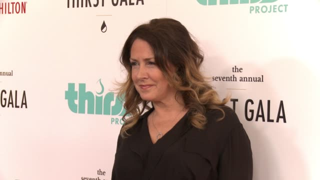 vídeos de stock e filmes b-roll de joely fisher at 7th annual thirst gala at the beverly hilton hotel on june 13 2016 in beverly hills california - joely fisher