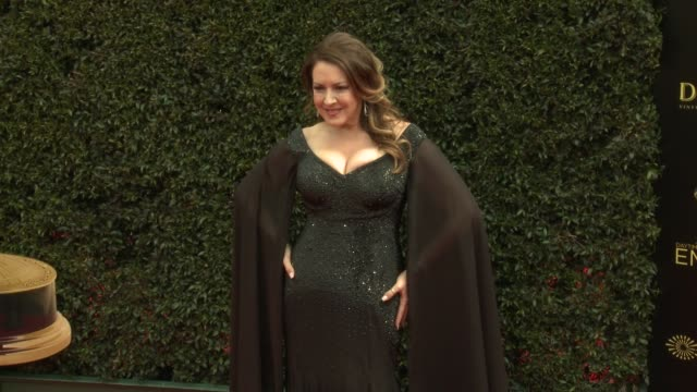 vídeos de stock e filmes b-roll de joely fisher at the 2018 daytime emmy awards at pasadena civic auditorium on april 29 2018 in pasadena california - joely fisher