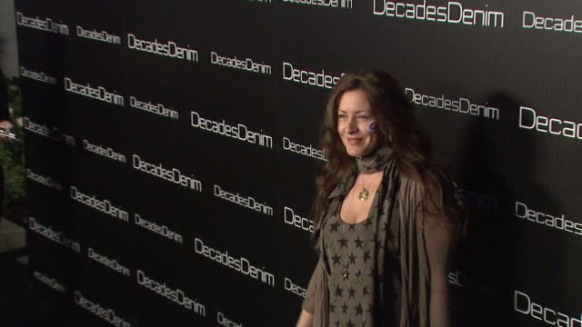 vídeos de stock e filmes b-roll de joely fisher at the decades denim launch party at beverly hills ca - joely fisher