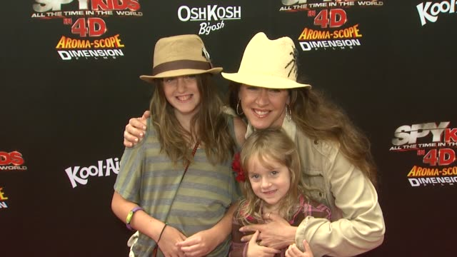 joely fisher at the 'spy kids all the time in the world' 4d premiere at los angeles ca - joely fisher stock videos and b-roll footage