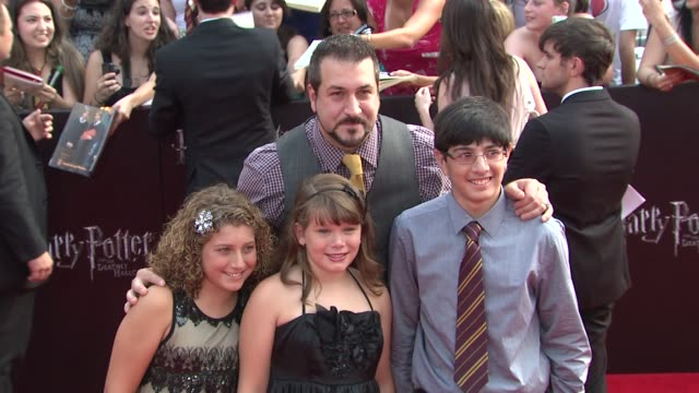 vídeos de stock e filmes b-roll de joey fatone and guests at the 'harry potter and the deathly hallows part 2' new york premiere arrivals at new york ny - joey fatone