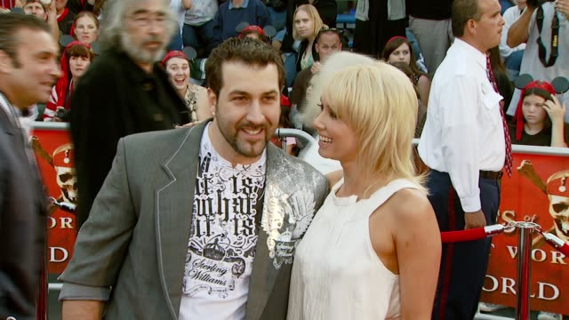 vídeos de stock e filmes b-roll de joey fatone and kym johnson at the 'pirates of the caribbean: at world's end' world premiere at disneyland in anaheim, california on may 19, 2007. - joey fatone
