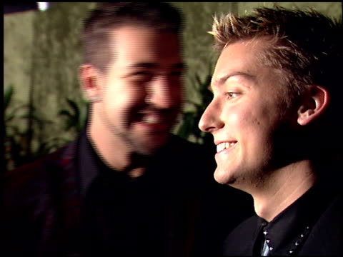 vídeos de stock e filmes b-roll de joey fatone at the 2000 hbo emmy party at spago in beverly hills, california on september 10, 2000. - joey fatone
