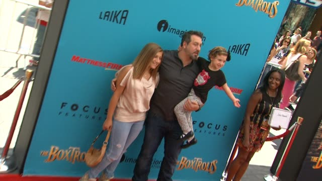 vídeos de stock e filmes b-roll de joey fatone at the boxtrolls los angeles premiere presented by focus features benefitting the imagination foundation in los angeles ca - joey fatone