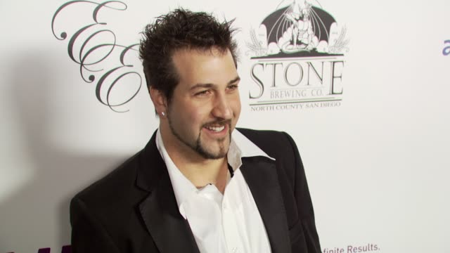 vídeos de stock e filmes b-roll de joey fatone at the sammy sideout's 3rd annual alzheimer's benefit at the playboy mansion - shuttle plu @ hotel angelino in los angeles, california on... - joey fatone