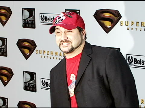 vídeos de stock e filmes b-roll de joey fatone at the 'superman returns' premiere at the mann village theatre in westwood california on june 21 2006 - joey fatone
