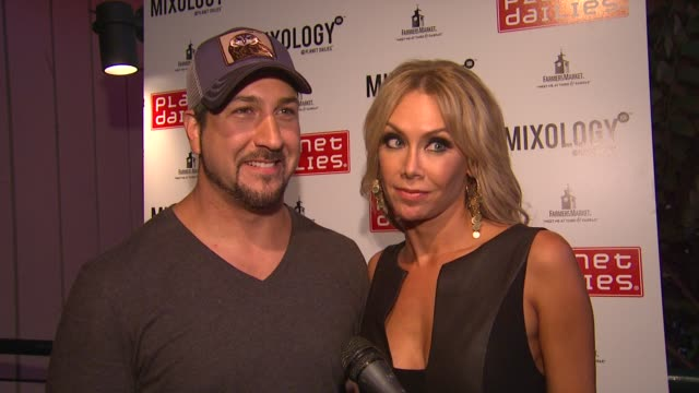 vídeos de stock e filmes b-roll de joey fatone, kym johnson on the show tonight, judge's scores, their strategy, hosting this party at joey fatone and kym johnson host after party for... - joey fatone
