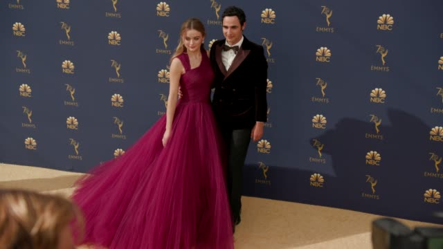 vídeos de stock, filmes e b-roll de joey king and zac posen at the 70th emmy awards arrivals at microsoft theater on september 17 2018 in los angeles california - 70th annual primetime emmy awards