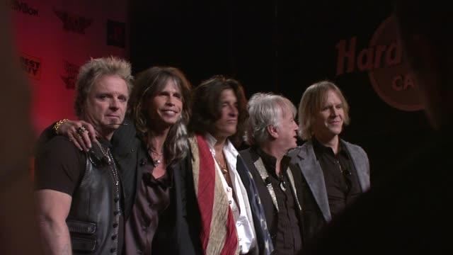 joey kramer, steven tyler and joe perry at the aerosmith launches new guitar hero at new york ny. - エアロスミス点の映像素材/bロール