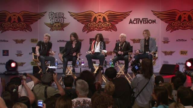 joey kramer, steven tyler, joe perry, brad whitford and tom hamilton at the aerosmith launches new guitar hero at new york ny. - エアロスミス点の映像素材/bロール