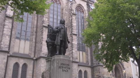 johann sebastian bach statue in front of st. thomas church - johann sebastian bach stock videos & royalty-free footage