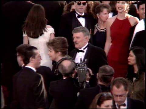 vídeos y material grabado en eventos de stock de john astin at the 1995 academy awards arrivals at the shrine auditorium in los angeles california on march 27 1995 - 67ª ceremonia de entrega de los óscars