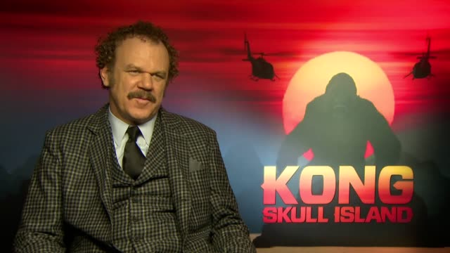 john c reilly discusses upcoming film kong skull island joining the franchise and his character's level of 'crazy' - キングコング 髑髏島の巨神点の映像素材/bロール