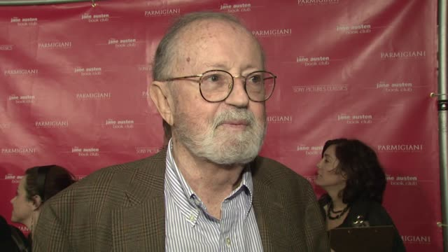 vídeos de stock, filmes e b-roll de john calley on producing the movie and the appeal of jane austen books at the 'the jane austen book club' premiere at arclight cinemas in hollywood... - cinemas arclight hollywood