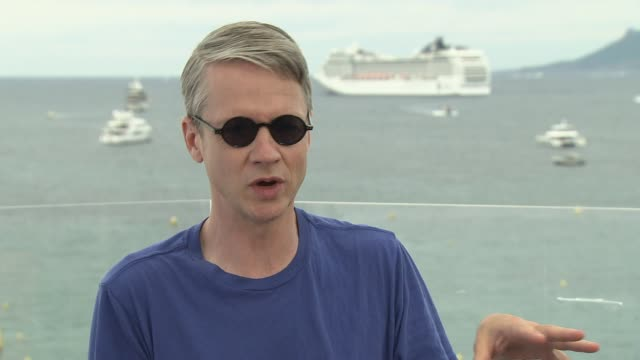 interview john cameron mitchell on politics healthcare and human responsibilities at jw marriott on may 22 2017 in cannes france - politica video stock e b–roll