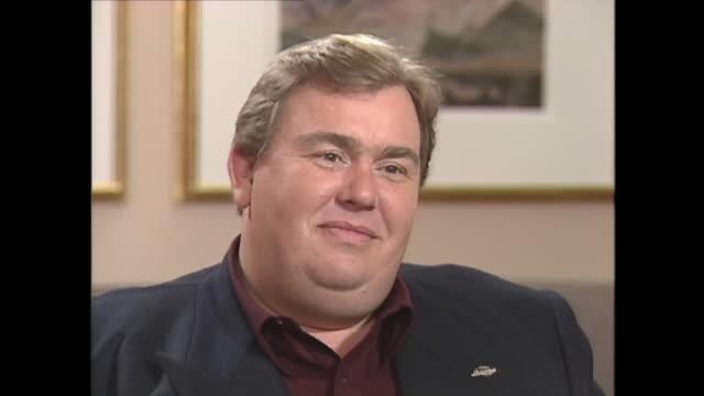 vidéos et rushes de john candy reacts to question about his weight - pression physique