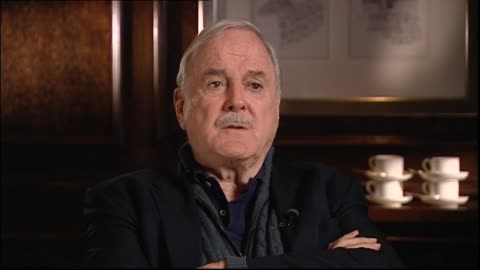 vídeos de stock, filmes e b-roll de john cleese interviewed in 2014 by host jessica mutch regarding performing the monty python show live to a receptive audience - monty python