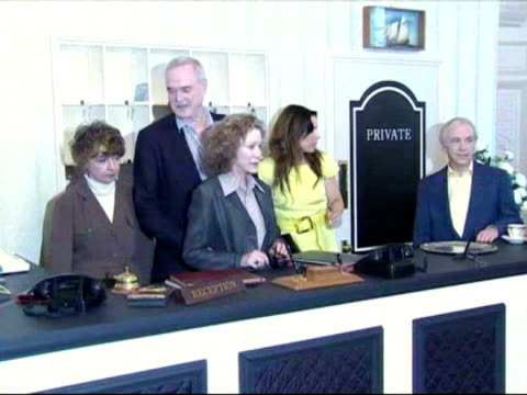 john cleese prunella scales connie booth and andrew sachs the cast of fawlty towers reunite to commemorate the 30th anniversay of the show - john cleese stock videos & royalty-free footage