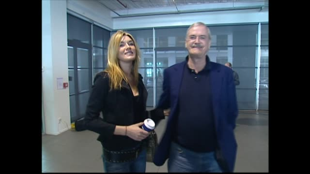 john cleese with daughter camilla cleese at press conference in 2005 and speaking about her worldliness providing some inspiration for his touring... - ジョン クリース点の映像素材/bロール