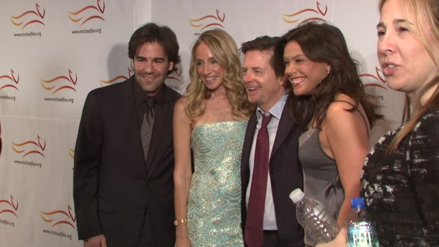 stockvideo's en b-roll-footage met john cusimano, tracy pollan, michael j. fox and rachael ray at the 'a funny thing happened on the way to cure parkinson's' benefit at new york ny. - tracy pollan