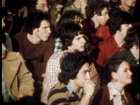 vídeos de stock, filmes e b-roll de john dean addresses a group of students during a lecture after serving time for his involvement in the watergate scandal of the nixon administration.... - richard nixon