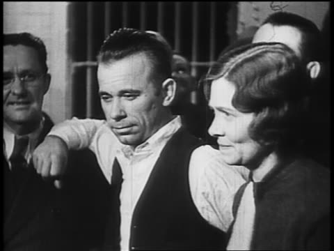 john dillinger posing with sheriff lillian holley prosecutor robert estill / others in background - john dillinger stock-videos und b-roll-filmmaterial