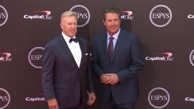 vídeos de stock, filmes e b-roll de john elway and dan marino at the the 2018 espys at microsoft theater on july 18 2018 in los angeles california - espy awards