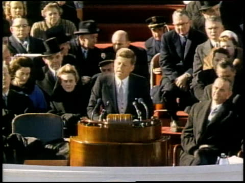 vídeos de stock, filmes e b-roll de john f kennedy addressing huge crowd after being sworn in / washington district of columbia united states - tomada de posse