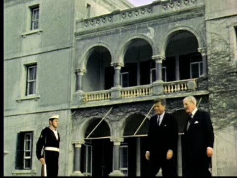 vidéos et rushes de john f kennedy and british prime minister harold macmillan pose in front of government house bermuda / hamilton bermuda - 1963