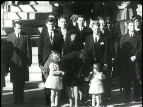 john f kennedy jr gives his father a final salute - attentat auf john f. kennedy stock-videos und b-roll-filmmaterial