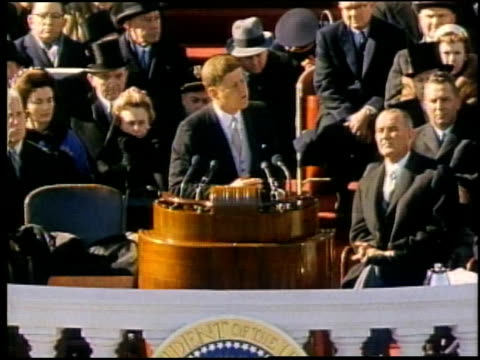 vídeos de stock, filmes e b-roll de john f kennedy's addressing huge crowd after being sworn in / washington district of columbia united states - tomada de posse